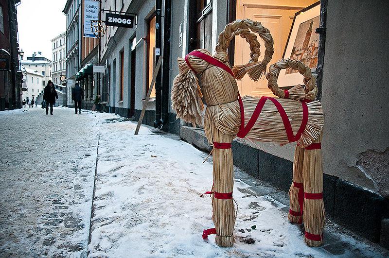 Słomiany Kozioł na Starówce w Sztokholmie  (fot. wikipedia.org / Chime)